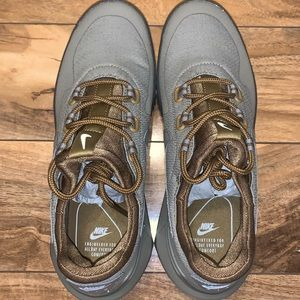 😱 MENS SIZE 6 NIKE AIR WILD ATHLETIC SHOES